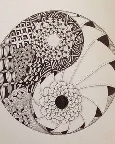 Roses black and white ying yang art draw drawings yin yang Tangle Doodle, Tangle Art, Doodles Zentangles, Zen Doodle, Zentangle Patterns, Doodle Art, Ying Y Yang, Yin Yang Art, Mandalas Painting