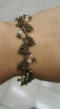 Coolest DIY Bracelets Ideas For Everyone - jewelry diy bracelets Bracelets Diy, Seed Bead Bracelets, Seed Bead Jewelry, Bead Jewellery, Jewelry Making Beads, Handmade Bracelets, Silver Bracelets, Diy Jewelry, Handmade Beads