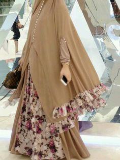 Fashion Tips Casual Busana Syar'i.Fashion Tips Casual Busana Syar'i Moslem Fashion, Niqab Fashion, Modest Fashion, Fashion Models, Fashion Outfits, Womens Fashion, Fashion Quiz, Fashion Tips, Hijab Gown