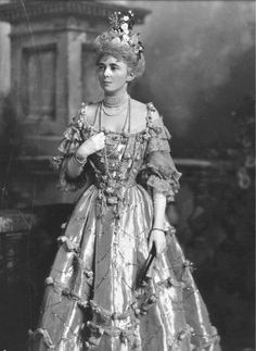Mrs William (Willie) Dodge James,  The Devonshire House Ball, 2 July 1897 -  © Victoria and Albert Museum