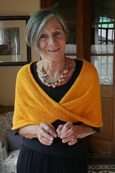 Diy Crafts - tejido,knit-cubrehombros tejido knit pattern tejerconlucila tejer knittingandcrochet knitting and crochet scarves Capelet Knitting Pattern, Knitted Poncho, Knitted Shawls, Crochet Scarves, Diy Tricot Crochet, Crochet Shawl, How To Start Knitting, Knit Patterns, Knitwear