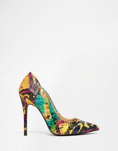Imagen 1 de Zapatos de salón de tacón de efecto serpiente de River Island