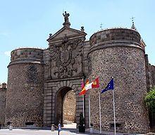 La Puerta de Bisagra o Puerta Nueva de Bisagra es una puerta monumental situada en las murallas de la ciudad española de Toledo, Castilla-La Mancha. Es conocida con el título de «Nueva» debido a que existe otra puerta en las inmediaciones —de menor tamaño— llamada Puerta Antigua de Bisagra o Puerta de Alfonso VI. Su nombre musulmán era bab al Shaqra.