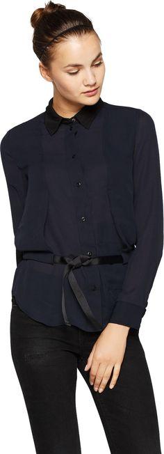 Bluse - tolle blaue von G-Star Raw. Diese Bluse vereint Hemd und Weste in einem Style. Der coole Two-in-One Look entsteht durch die gelayerte Verarbeitung mit kürzer geschnittenem und vorderseitig abgestepptem Besatz. Kombiniert mit Smokinghose und flachen Schnürschuhen wird das Outfit komplett. - ab 79,90 €