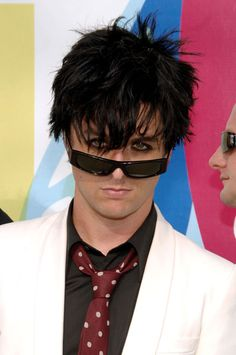 Billie Joe Armstrong in shades Billy Green Day, Great Bands, Cool Bands, Jason White, American Idiot, Eddie Murphy, Billie Joe Armstrong, Theatre Problems, Mtv Video Music Award
