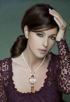 Monica Bellucci. Classic, elegant beauty.