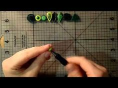 This is one of QuillingCF's tutorial videos on how to make quilling art. In this video, QuillingCF will instruct you how to make quilling art gives forms or . Quiling Paper, Quilling Paper Craft, Paper Crafts, Quilling Videos, Quilling Tutorial, Creations, Card Making, Quilling Craft, Quilling