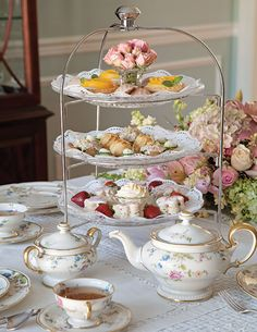 High Tea or Afternoon Tea? Whether you're hosting high tea or afternoon tea, use the correct term for the tea you are hosting. Tee Sandwiches, Finger Sandwiches, High Tea Sandwiches, Cucumber Tea Sandwiches, Vintage Tea Parties, Vintage Tea Rooms, Vintage High Tea, Tea Sets Vintage, Tea Party Table