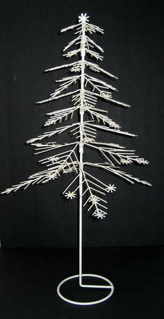 24 vintage white metal wire tabletop christmas tree with snowflakes very nice - White Wire Christmas Tree
