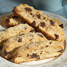 Crunchy log-shaped cookies loaded with chocolate chips and walnuts, perfect with a cup of coffee. Biscotti Cookies, Biscotti Recipe, Walnut Cookies, Almond Cookies, Cookie Recipes, Dessert Recipes, Desserts, Flour Recipes, Dinner Recipes