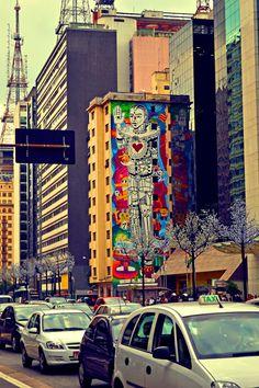 Arte nas ruas de São Paulo, cidade colorida, da arte, São Paulo Je t'aime  (o homem de lata e a cidade tem coração.)