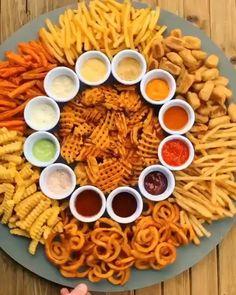 Food Platters, Food Dishes, Comida Diy, Sleepover Food, Extreme Food, Food Obsession, Food Goals, Cafe Food, Food For A Crowd