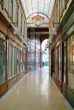 Passage du Bourg-l'Abbé, eme Beautiful Paris, I Love Paris, Most Beautiful Cities, Beautiful Buildings, Paris Monuments, Rue Montorgueil, Galerie Vivienne, Pray For Paris, Ville France