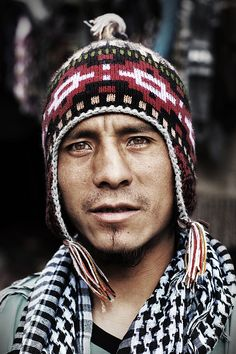 Soy Peruano Portrait from the market at Ollantaytambo, Sacred Valley, Peru... by Tom Stewart