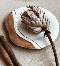 Тарелка серии «Земля». Занята. Просто покажу. #tiletiletesto Ceramic Spoons, Ceramic Plates, Ceramic Pottery, Black And White Plates, Diy Tableware, Deco Design, Home And Deco, Decorative Items, Living Room Designs