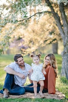 Adorable Family Portraits in the Park Outdoor Family Photography, Toddler Photography, Photography Poses, Photography Articles, Spring Family Pictures, Family Christmas Pictures, Family Pics, June Pictures, Fall Pictures