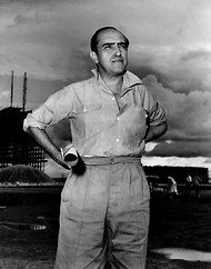 A younger Niemeyer in 1960, went on to win the Pritzker Prize in 1988 (Architecture's Nobel or Pulitzer equivalent)