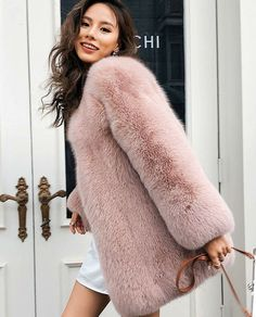 Faux Furry Pink Winter Fashion - Trendy and chic PINK faux fur coats for women in a variety of styles. Pink Wool Coat, Pink Faux Fur Coat, Pink Trench Coat, Pink Coats, Fur Fashion, Only Fashion, Winter Fashion, Chinchilla, Fox Fur Jacket
