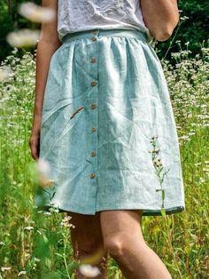 """Verspielter Damen-Rock aus 100% Bio-Leinen, mit durchgehender Knopfleiste. Der Rock wird individuell auf deinen Taillenumfang angepasst! Made in Austria: mit viel Liebe in der Steiermark gefertigt! Für den Leinenrock von """"Scheinheilig"""" werden nur natürliche, nachhaltige und vegane Materialen verwendet! Denn Leinen ist durch den geringeren Wasserverbrauch nachhaltiger als Baumwolle in der Herstellung. Waist Skirt, Midi Skirt, High Waisted Skirt, Sewing Clothes, Denim, Skirts, Style, Fashion, Classic Clothes"""