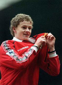 Ole Gunnar Solskjaer Football Man Utd and Norway Manchester United Legends, Manchester United Players, Football Soccer, Football Players, Soccer Tips, Nike Soccer, Soccer Cleats, Man Utd Squad, Premier League Champions