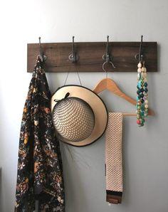 porte-manteau-mural-vintage-fabriquer-bois-massif-foncé-métal-patiné