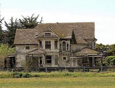 By Kara Guzman, Santa Cruz Sentinel WATSONVILLE >> The Redman-Hirahara house, the once magnificent now ramshackle Victorian off Highway 1 at Riverside Drive, has been sold to an agricultural company that plans to farm the land. Old Abandoned Houses, Abandoned Mansions, Abandoned Buildings, Abandoned Places, Old Houses, Haunted Houses, West Coast Living, Spooky Places, Craftsman Style House Plans