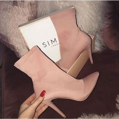 Fashion Booties for Girls You & # ll Love - Botas y Botines - Design Pretty Shoes, Beautiful Shoes, Cute Shoes, Me Too Shoes, Stilettos, Pumps, Heeled Boots, Bootie Boots, Shoe Boots