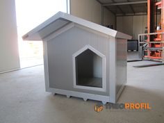 Dog house for outdoor use Dog Mansion, Insulated Dog House, Warm Bed, Dog Rooms, Outdoor Dog, Dog Crate, Dog Houses, Doge, Dog Friends