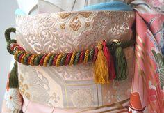 I had never seen this way of tying a furisode... - Tanuki+Kimono