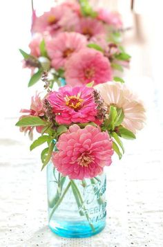 Like a flower out of an illustrated children's book, zinnias are bright and cheerful. @myweddingdotcom