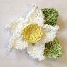 Ruby & Custard: free easy daffodil crochet pattern. ༺✿ƬⱤღ https://www.pinterest.com/teretegui/✿༻
