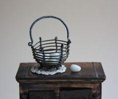 Lasituvan Miniatyyrit - Lasitupa Miniatures: DIY: Metal wire basket - metallikori 1/12