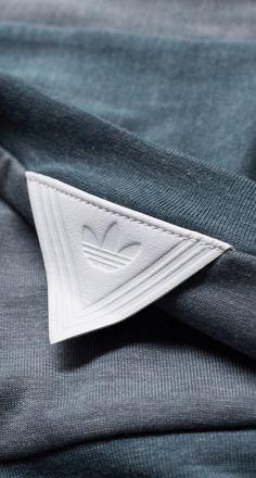 VS WHITE MONTANIEERING Textiles, Shirt Label, Piel Natural, Label Design, Hangtag Design, Leather Label, Fashion Details, Fashion Design, Clothing Labels