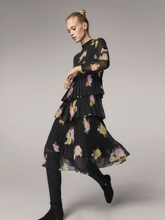 Fall Winter 2017 Women´s FLORAL PRINT PLEATED DRESS at Massimo Dutti for 150. Effortless elegance!