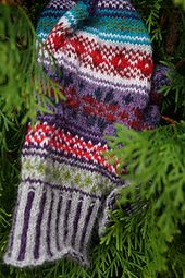 Doja's gift fair isle mitten knitting pattern Mittens Pattern, Mitten Gloves, Color Combinations, Knitted Hats, Knitting Patterns, My Favorite Things, Projects, Gifts, Color Combos