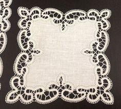 S15-Bordure per altare o per paramenti sacerdotali Bruges, Romanian Lace, Braid Designs, Point Lace, Crochet Tablecloth, White Embroidery, Bobbin Lace, Irish Crochet, Hobbies And Crafts