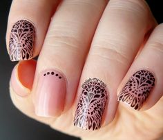 Spectacular nails! How beautiful are they! You can enjoy them here>> http://polish-my-nail.blogspot.com/2015/07/czarne-naklejki-wodne-black-water-decals.html