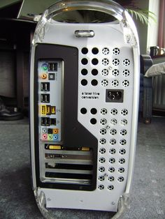 MDD conversion to mATX - custom left and right panels Computer Technology, Technology Gadgets, Computer Programming, Energy Technology, Power Mac G4, Apple Desktop, Custom Pc, Mac Pro, Pc Cases