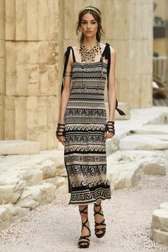 Chanel | Cruise 2018 | Look 13
