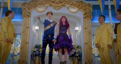 Here's what the first day of school is like according to some amazing GIFs of your favorite VKs from Descendants The Descendants, Dove Cameron Descendants, Descendants Characters, Descendants Videos, Best Disney Movies, Disney S, High School Musical, Cameron King, China Anne Mcclain