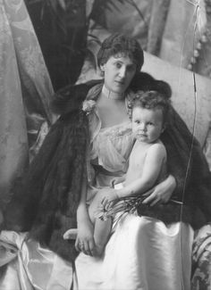 U.K. Mabel Edith, Lady Ashburton with her baby son Alexander, later 6th Baron Ashburton, London, 1900 // by Lafayette Studio / V&A