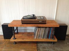 INDUSTRIAL FURNITURE - Entertainment stand. Victoria City, Victoria - MOBILE