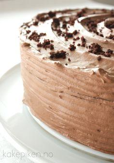 Saftig og Fløyelsmyk Sjokoladekake | Kakepiken. Yummy Cakes, Vanilla Cake, Nom Nom, Cake Recipes, Muffins, Food And Drink, Pudding, Sweets, Baking