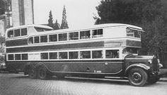 Classic Trucks, Classic Cars, Bus Art, Vintage Cars, Antique Cars, Double Decker Bus, Wheels On The Bus, Bus Coach, Bus Travel