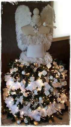 dress form the countess tree dress - Bing Images Mannequin Christmas Tree, Dress Form Christmas Tree, Unique Christmas Trees, Christmas Tree Themes, Holiday Tree, Xmas Tree, Beautiful Christmas, Christmas Tree Decorations, Christmas Wreaths