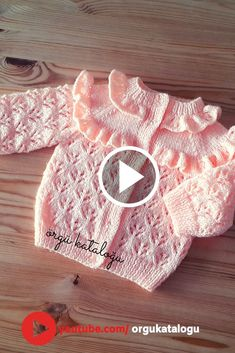 Let's learn together your own fashion accessories, basic and other creative points, techniques and tips to learn or develop the art of crochet and kni. Baby Booties Knitting Pattern, Baby Hats Knitting, Knitting Designs, Baby Patterns, Sweater Knitting Patterns, Knit Baby Dress, Knitted Heart, Baby Vest, Baby Boy