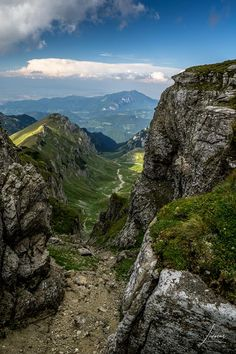 We are pleased to announce that anytime is the best time to visit Transylvania. Luckily, Romania has a climate that allows you to travel in all seasons. Turism Romania, Romania Travel, Transylvania Romania, Beach Trip, Beach Travel, Culture Travel, Day Trip, Outdoor Travel, Caribbean Cruise