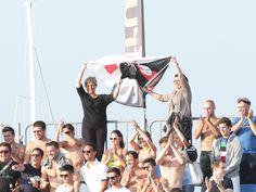 Coppa Italia Enel - sulla tribuna sventola la bandiera col Burlamacco, maschera di Viareggio