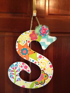 Initial Door Hanger by mEsDoodles on Etsy Hanging Letters, Diy Letters, Painted Letters, Wood Letters, Letter Door Hangers, Initial Door Hanger, Wooden Door Hangers, Diy Crafts For Adults, Diy And Crafts