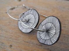 Boucles d'oreilles créoles géométriques cercles plastique fou